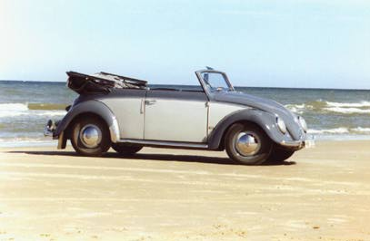 VW Cabrio 1951 at the beach